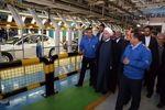 استقلال اقتصادی، خوداتکایی و خودکفایی کشور در سایه توسعه تولید ملی است/ صنعت خودرو ایران وارد رقابت جهانی میشود