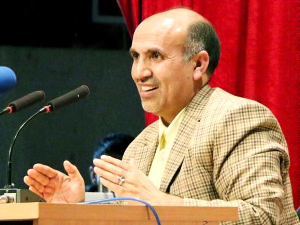 اقتصاددان حامی دولت: من نامه حمایت از روحانی را امضا نکردم/ وصل شدن یارانه در شب انتخابات مانند دادن سیب زمینی در زمان احمدینژاد است