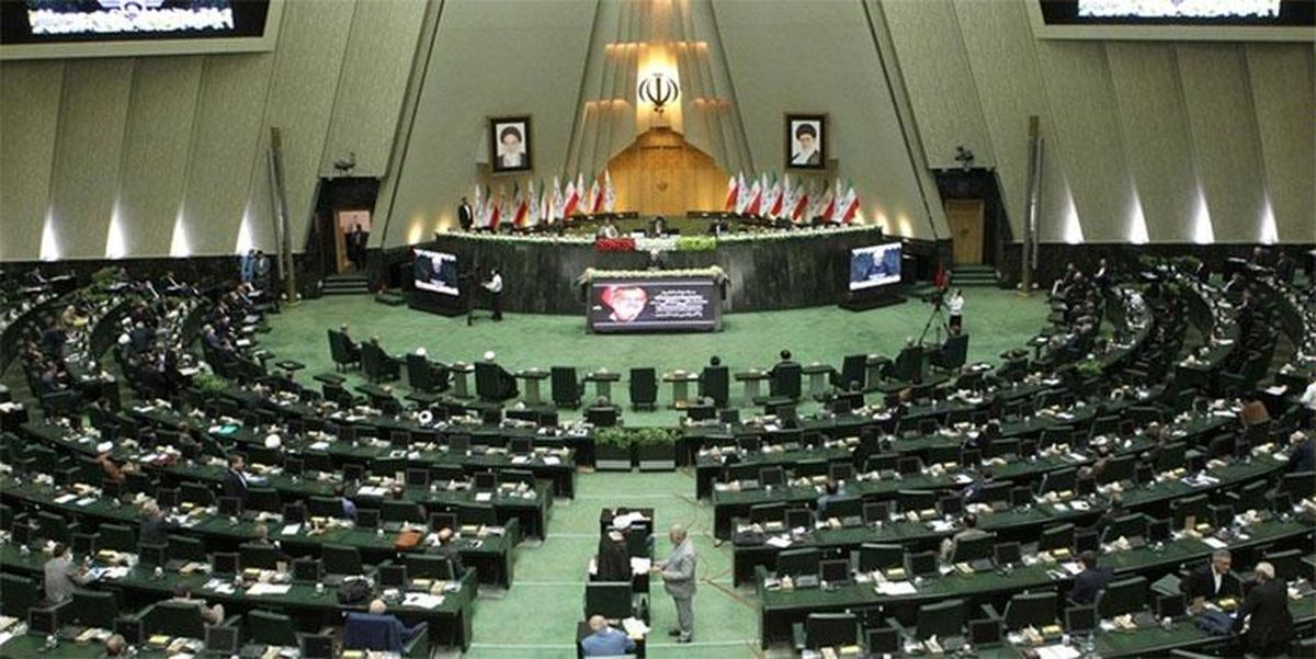 مجلس برادر بزرگتر قوای دیگر است/ «اقتصاد» مساله فوری کشور