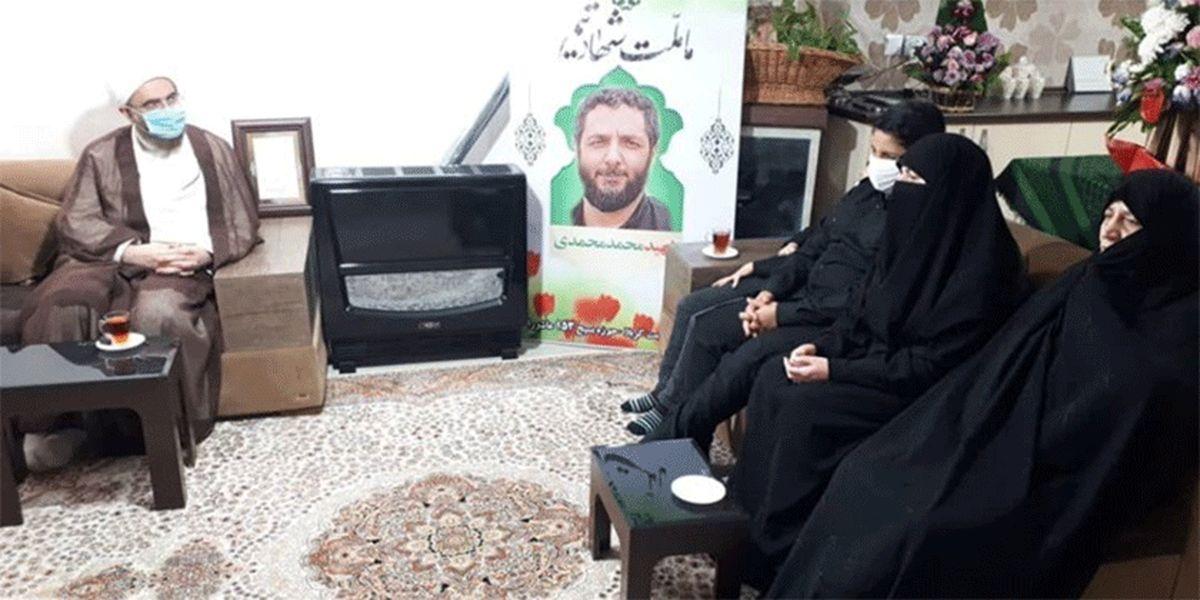 حضور نماینده رهبر معظم انقلاب در منزل شهید محمّدی