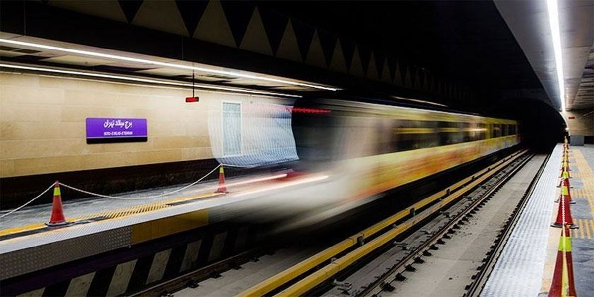 رونمایی از قطار ملى تا پایان بهمنماه